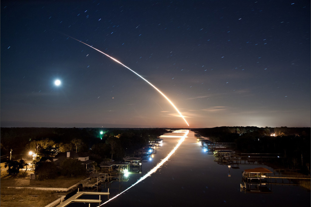 long-exposure-shooting-star