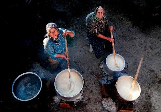 women-cooking